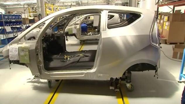 Assemblage de la Bluecar chez Renault, a Dieppe