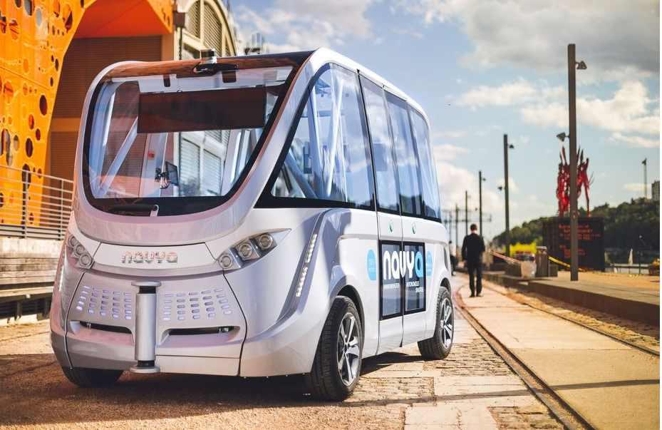 """Le premier véhicule collectif autonome et """"made in France"""" circule à Lyon"""