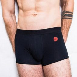 The French kiss : bisous et vêtements 100 % «made in France»