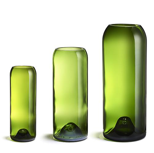 Bouteilles de vin transformées en vases. Fabrication française.