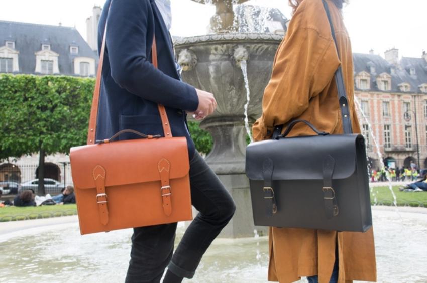Les cartables en cuir Valet de Pique sont fabriqués en France, à Paris.