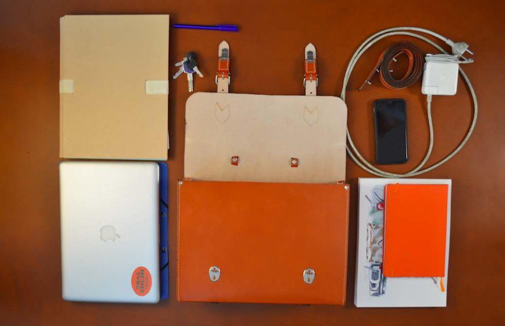 Les cartables et sacoches fabriqués en France par Valet de Pique peuvent abriter un ordinateur de 13 ou 15 pouces, entre autres…