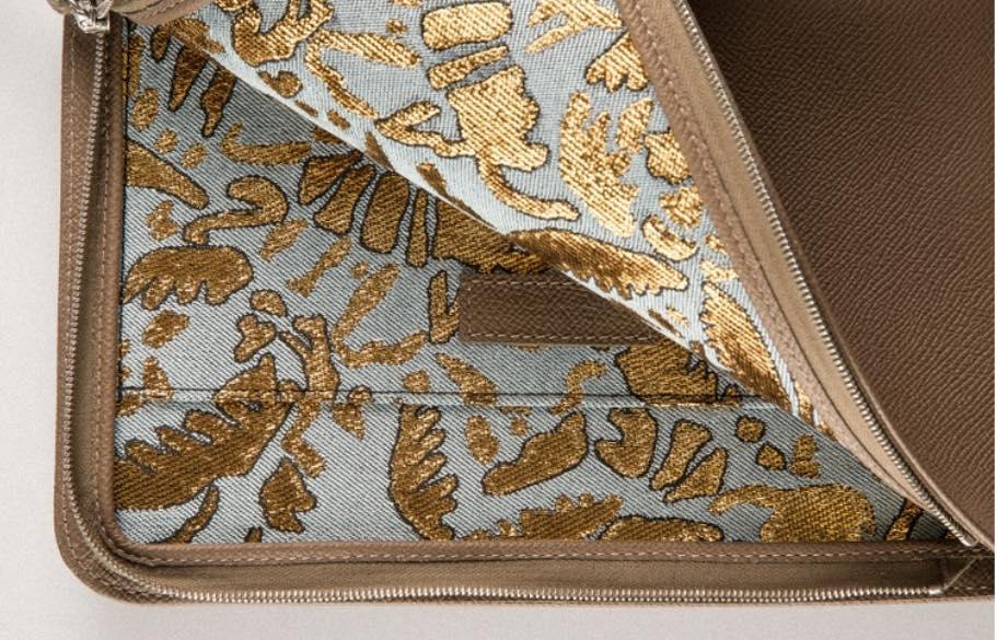 Les matières premières utilisées pour la fabrication des pochettes Émile et Léa sont toutes d'origine française.