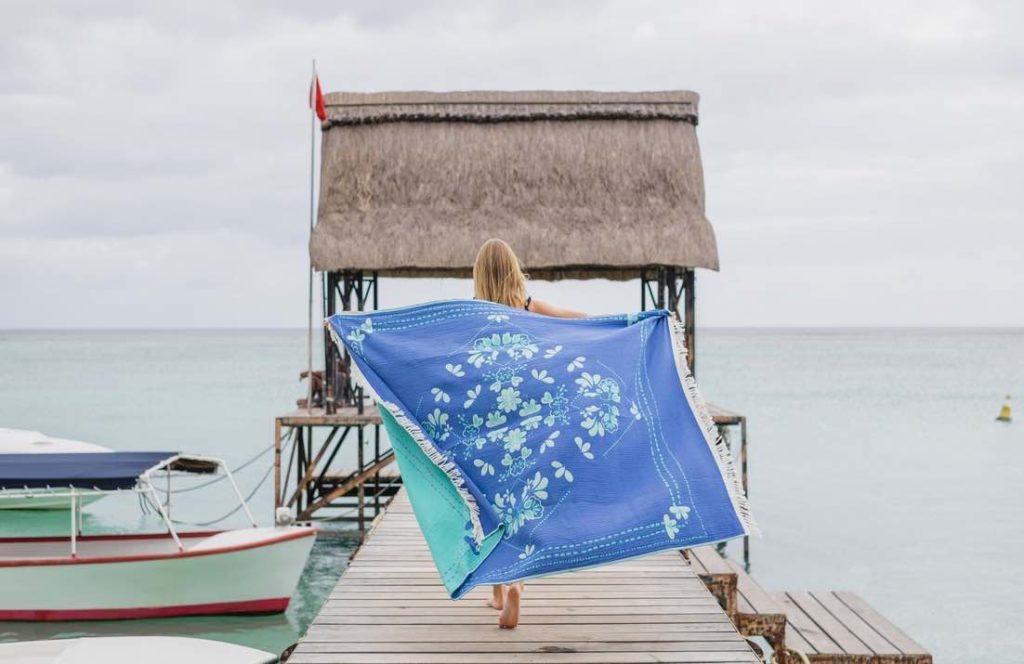 Cottesea commercialise de grands draps de plage en coton bio, fabriqués en France.