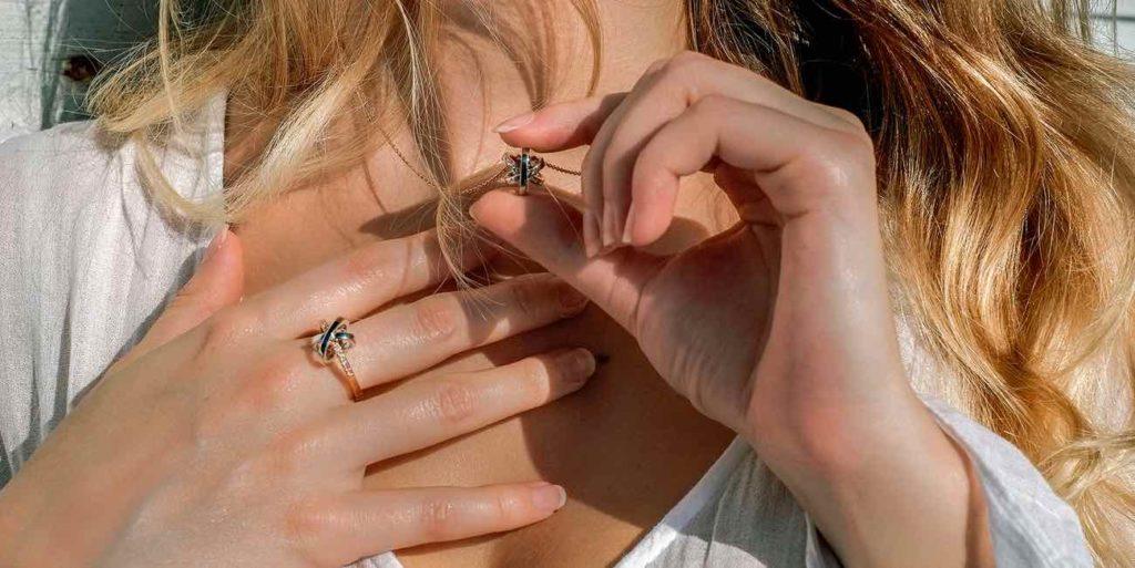 Mademoiselle AD : bijoux de haute joaillerie respectueux de l'environnement, des homme et de la fabrication locale.