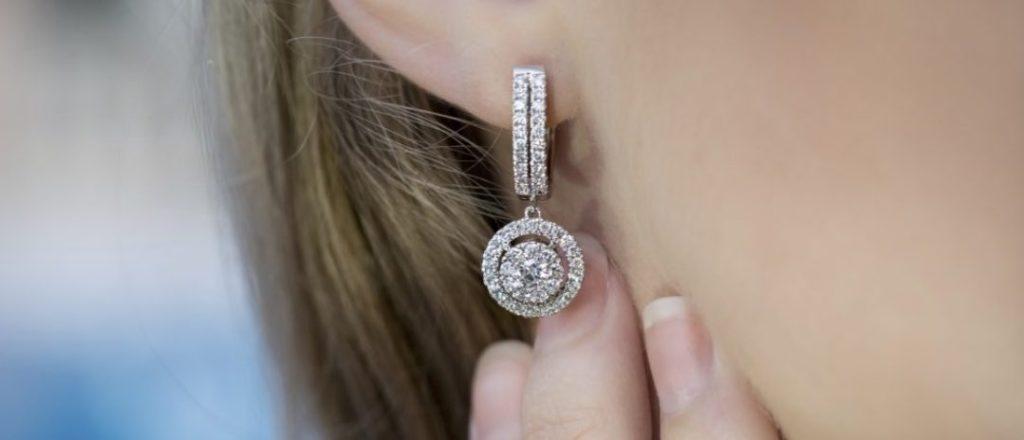 Boucles d'oreilles Mademoiselle AD : des bijoux précieux fabriqués en France.