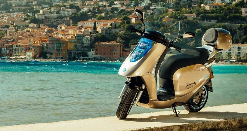 Scooter électrique Eccity, fabriqué en France.