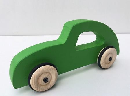 Voiture en bois fabriquée en France par Fraise & Bois.