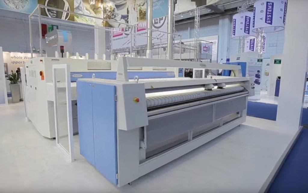 Machine à repasser professionnelle Electrolux, fabriquée en France, à Troyes.