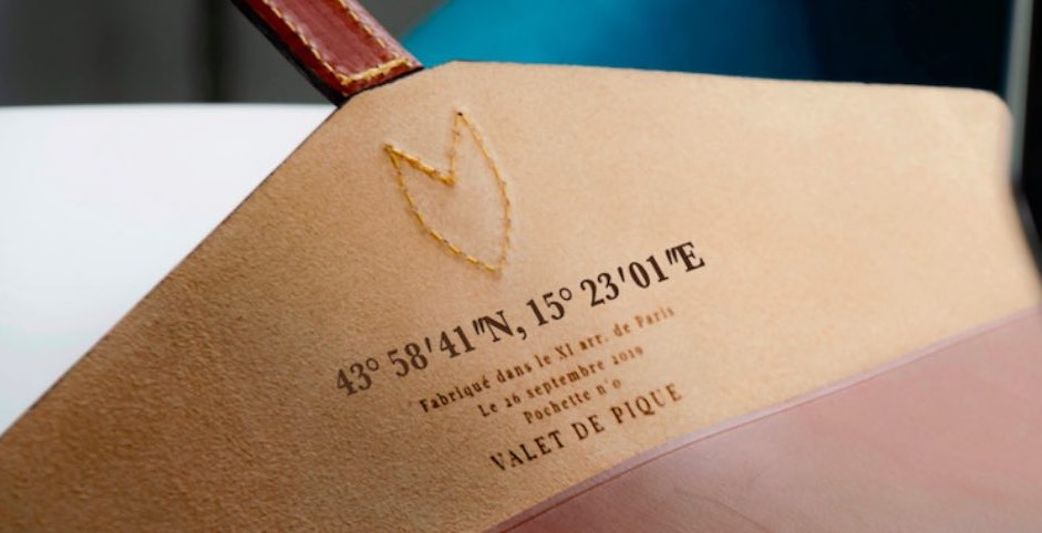 Valet de Pique permet à ses clients de personnaliser leur pochette ordinateur en cuir made in France.