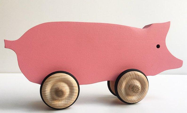 Cochon en bois à roulettes, fabriqué en France par Fraise & Bois.