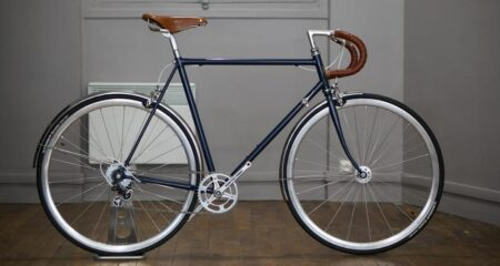 Vélo made in France, refabriqué avec des pièces anciennes.
