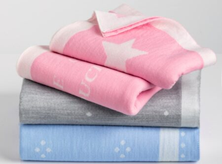 Couverture bébé en laine mérinos, fabriquées en France par B. Solfin.