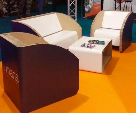 Canapé, fauteuils et table basse Breen en carton. Fabriqués en France.