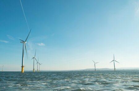 Champ éoliennes offshores.